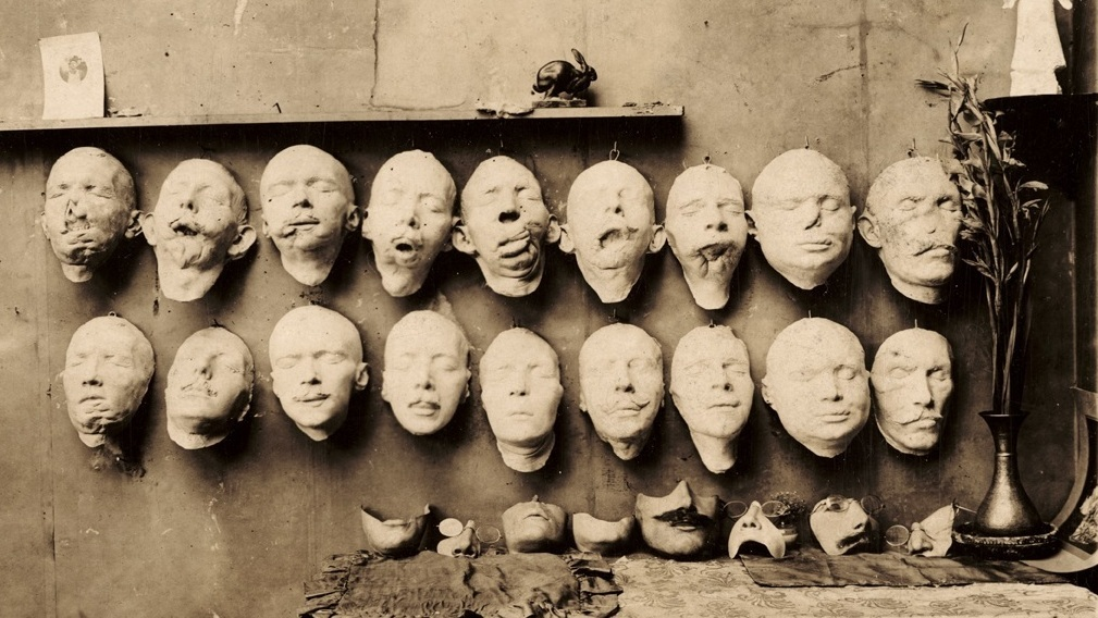 Plaster casts of mutilated faces