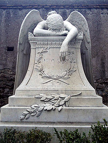 Angle weeping on gravestone
