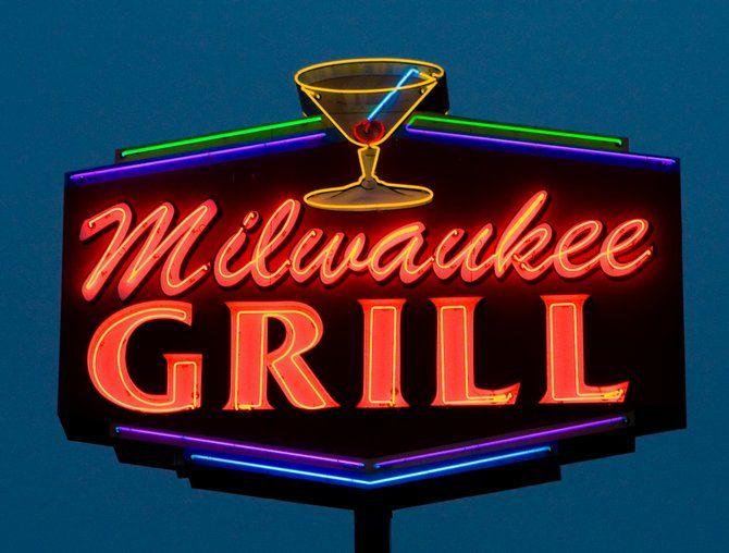 Vintage neon sign - Milwaukee Grill